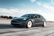La version « Mid-Range » de la Tesla Model 3 disparaît
