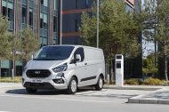 Ford Transit PHEV : l'utilitaire hybride rechargeable annonce ses tarifs