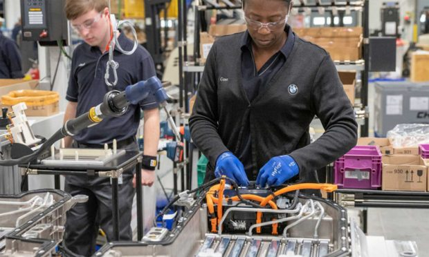 BMW double sa capacité de production de batteries à Spartanburg