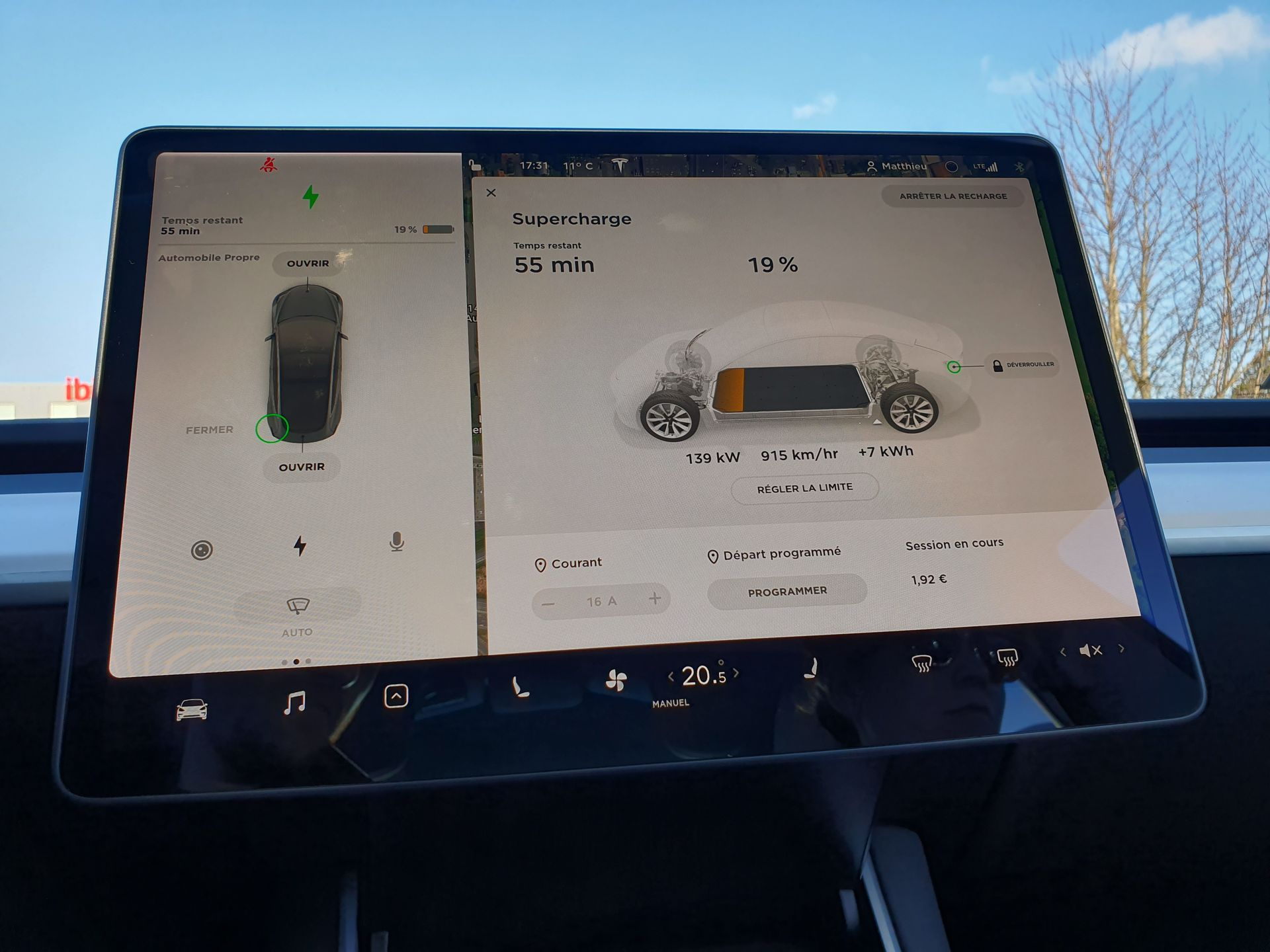 Tesla Model 3 écran charge Supercharger