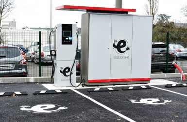 Stations-e : Un réseau de 10 000 stations de recharge en France en 2026