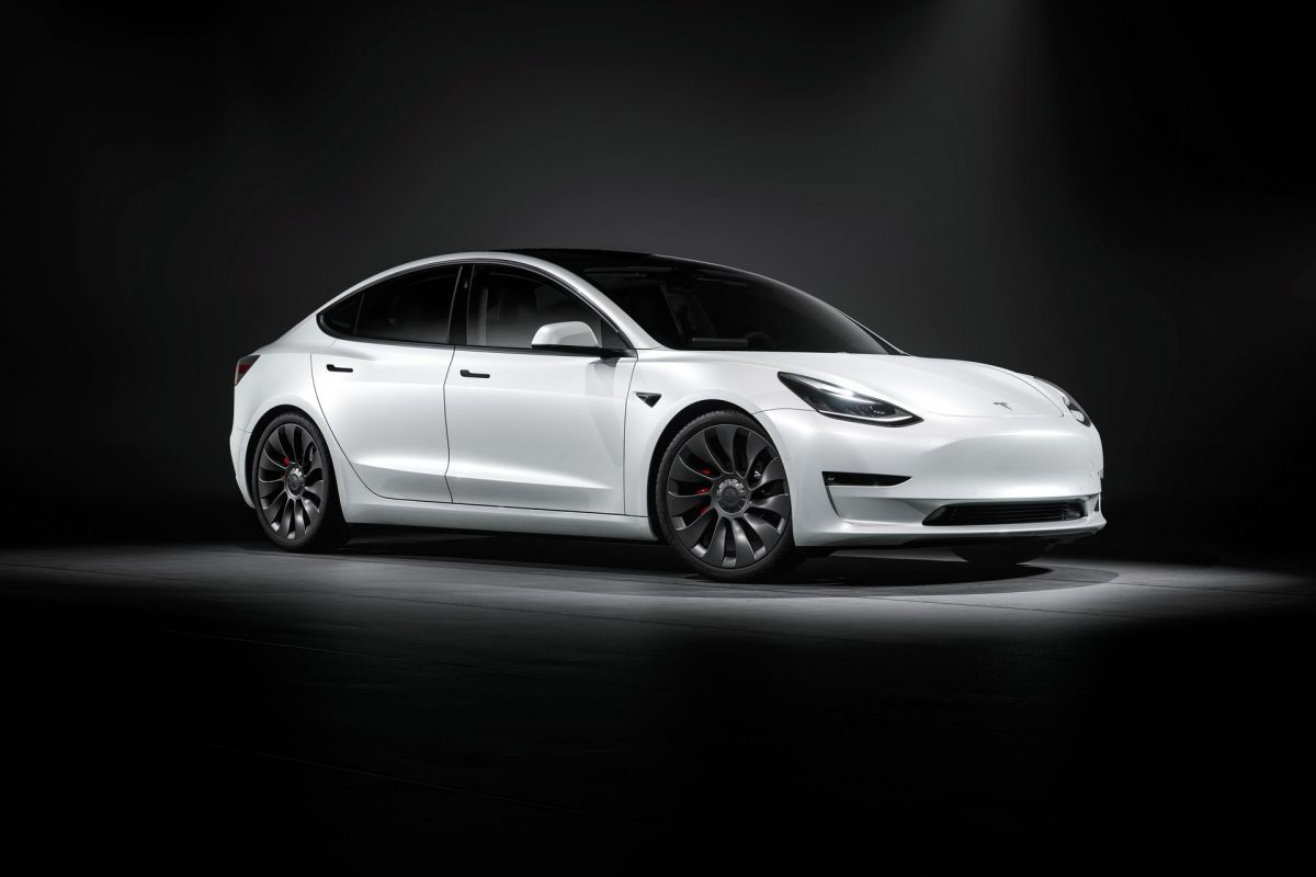 Tesla Model 3 Performance blanche